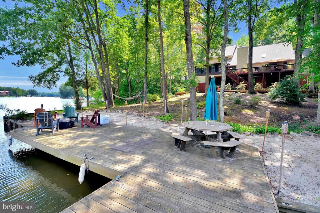 Your amazing waterfront oasis! - 542 HARRISON CIR, LOCUST GROVE