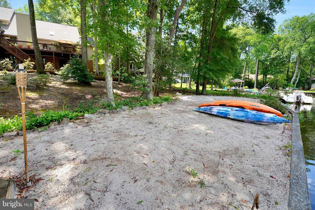 WOW!~ Your own beach and place for toys - 542 HARRISON CIR, LOCUST GROVE