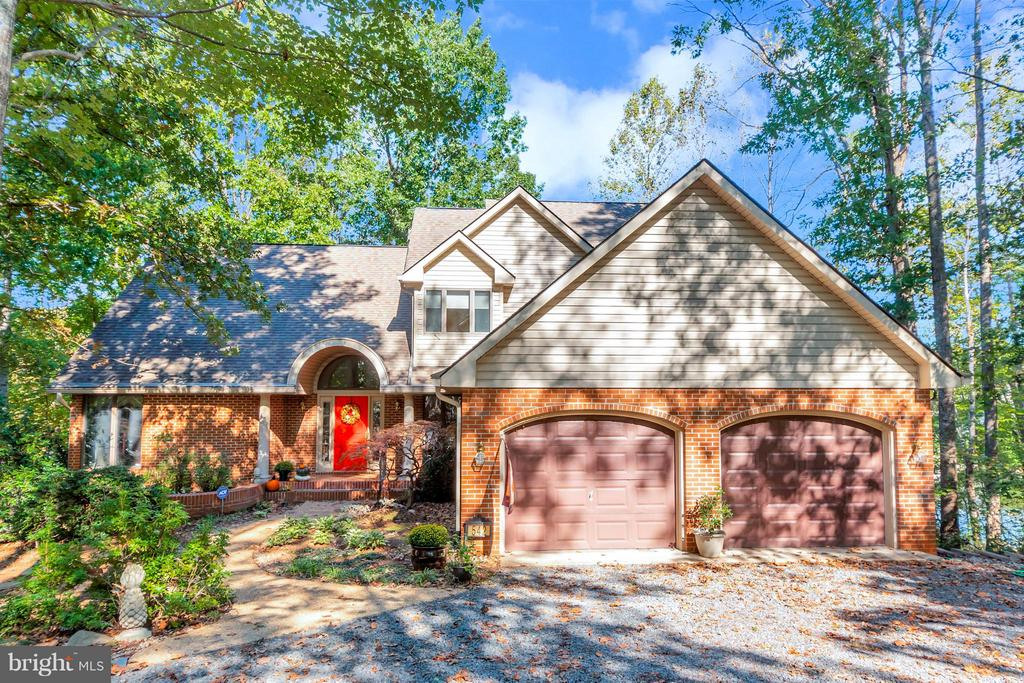 Welcome home to 542 Harrison Circle! - 542 HARRISON CIR, LOCUST GROVE