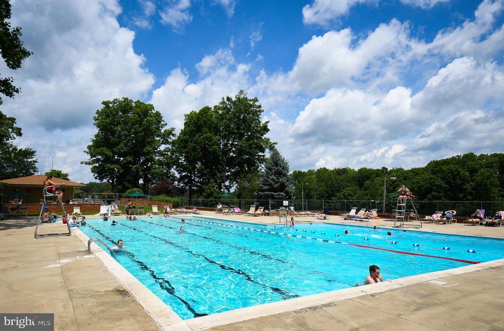 Cool by the pool - 542 HARRISON CIR, LOCUST GROVE