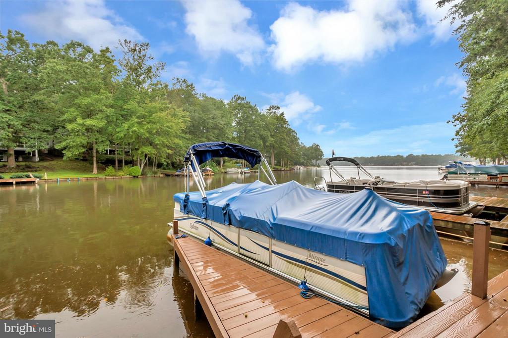 Wonderful water views - 215 SKYLINE RD, LOCUST GROVE
