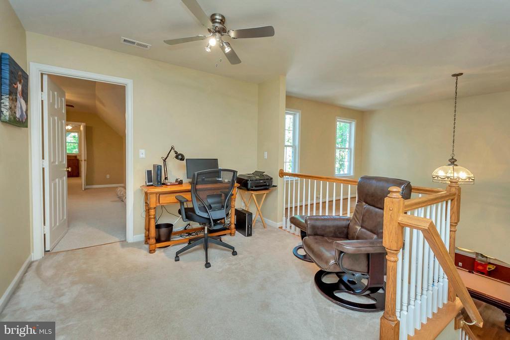 Loft area is perfect for an office - 100 TYLER TRL, LOCUST GROVE
