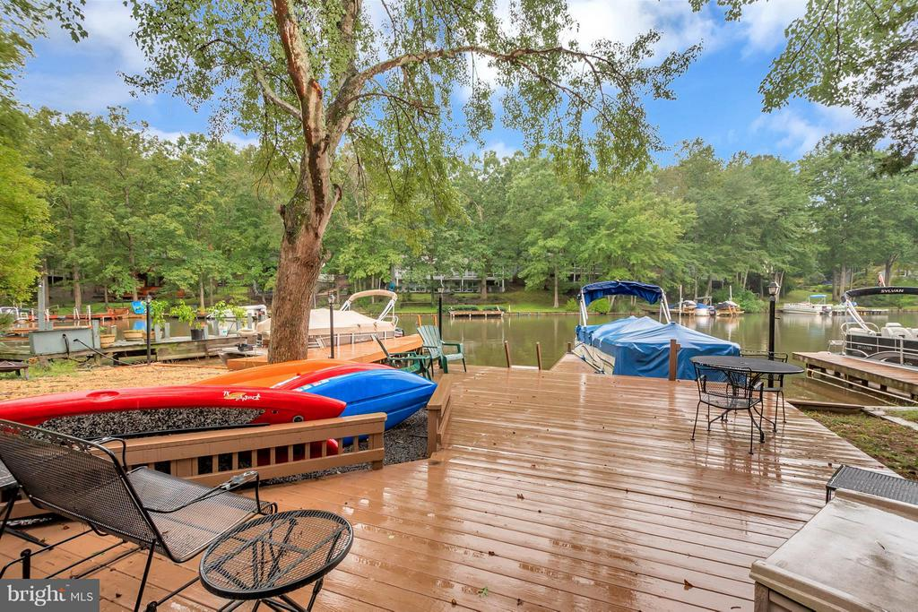 Dock big enough for entertaining - 215 SKYLINE RD, LOCUST GROVE