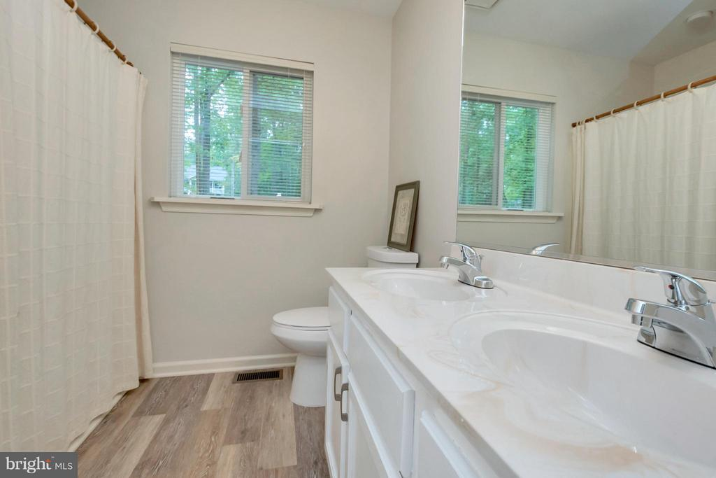 Newly renovated bath sparkles - 215 SKYLINE RD, LOCUST GROVE