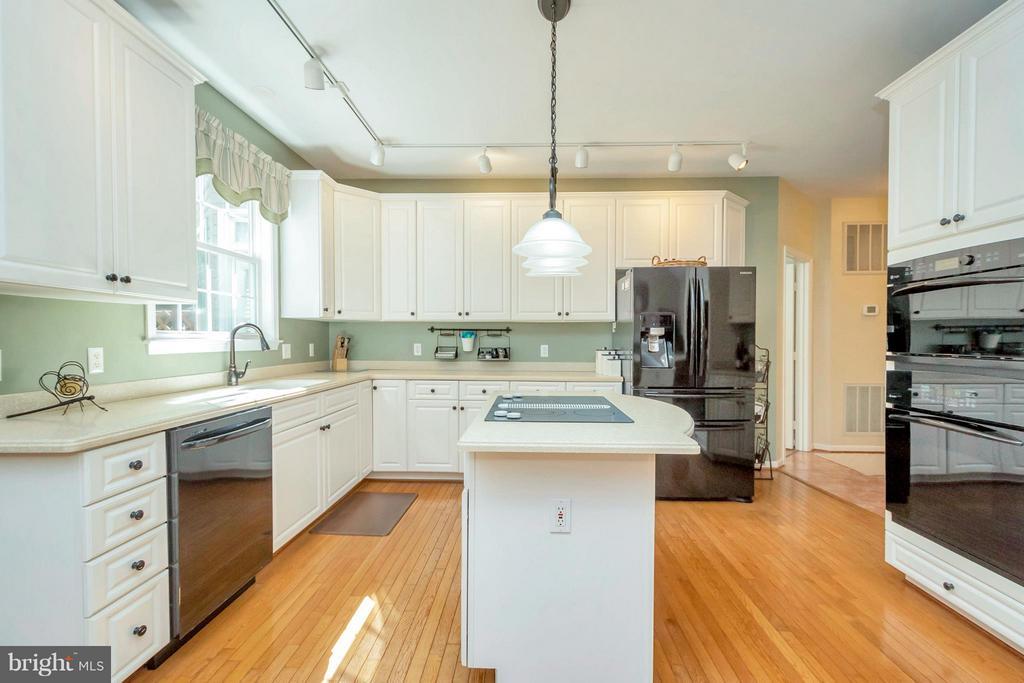 Timeless white kitchen!~ - 100 TYLER TRL, LOCUST GROVE
