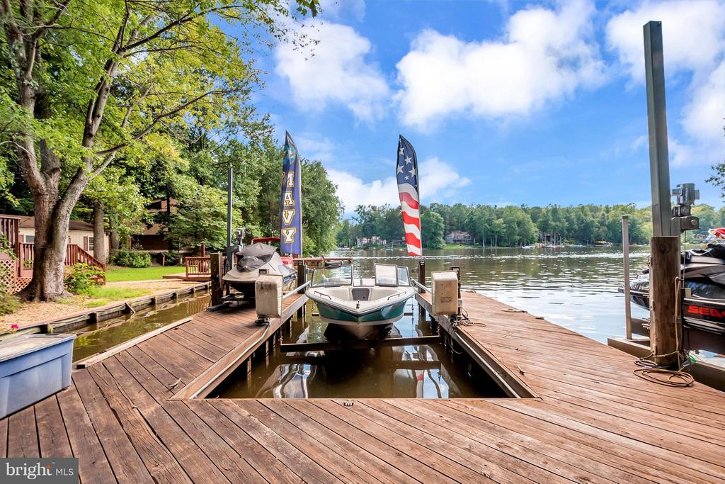 Private dock for the water toys! - 100 TYLER TRL, LOCUST GROVE