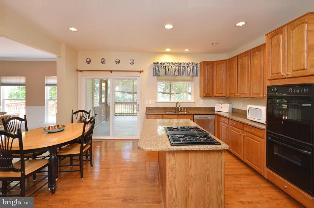 Great Kitchen with Hardwood Floors - 20532 DEERWATCH PL, ASHBURN
