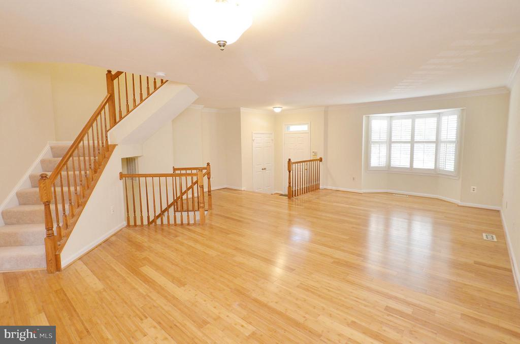 Great Dining Room with Bamboo Floors - 833 TALL OAKS SQ SE, LEESBURG