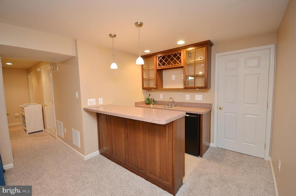 Basement with Wet Bar - 20532 DEERWATCH PL, ASHBURN