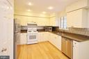 Great Kitchen with Granite Counters - 833 TALL OAKS SQ SE, LEESBURG