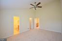 Master Bedroom with Walk-in Closet - 833 TALL OAKS SQ SE, LEESBURG