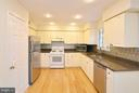 Great Kitchen with Bamboo Hardwood Floors - 833 TALL OAKS SQ SE, LEESBURG