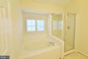 Master Bathroom with Separate Tub and Shower - 833 TALL OAKS SQ SE, LEESBURG