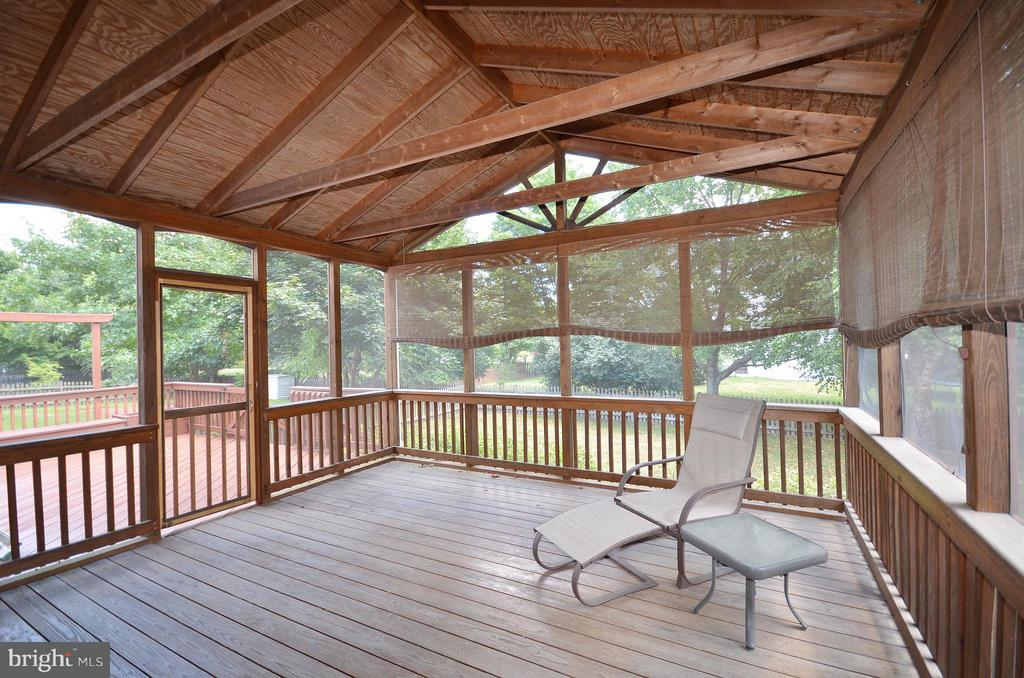 Wonderful Screened in Porch - 20532 DEERWATCH PL, ASHBURN