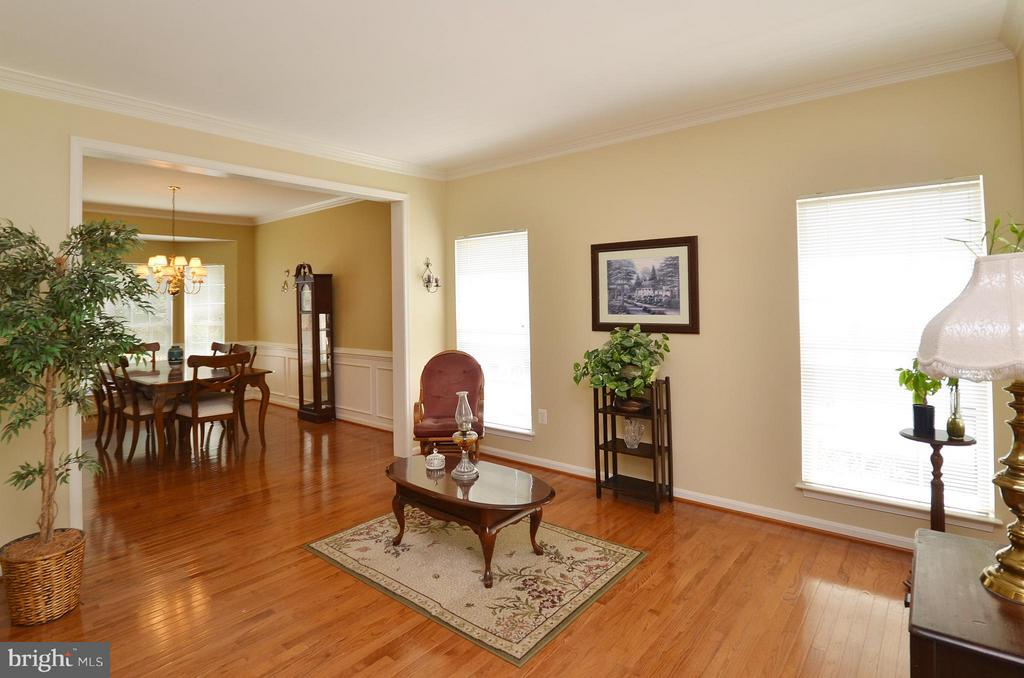 Living Room with Hardwood Floors - 20532 DEERWATCH PL, ASHBURN