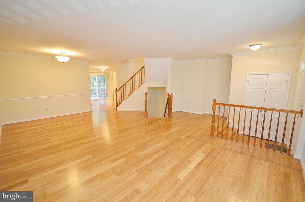 Spacious Living Room - 833 TALL OAKS SQ SE, LEESBURG