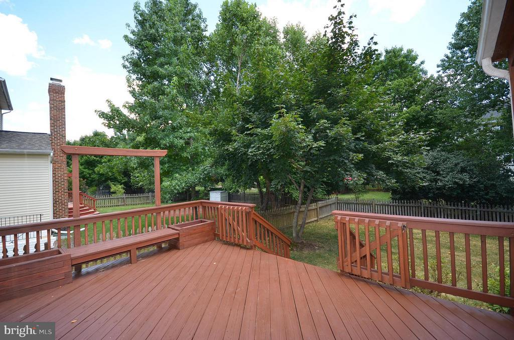 Great Sun Deck - 20532 DEERWATCH PL, ASHBURN