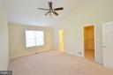 Master Bedroom with Vaulted Ceiling - 833 TALL OAKS SQ SE, LEESBURG