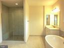 Bath - 4 THEMIS ST SE, LEESBURG