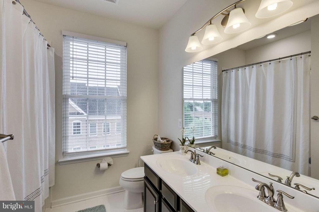 Raised double vanities - Stunning Secondary Bath - 265 HIGH RAIL TER SE, LEESBURG