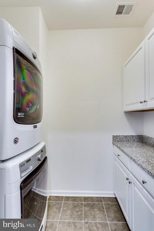 Beautiful spacious laundry room - 265 HIGH RAIL TER SE, LEESBURG