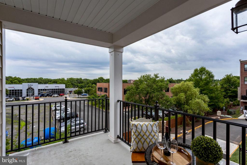 Inviting Balcony - 265 HIGH RAIL TER SE, LEESBURG