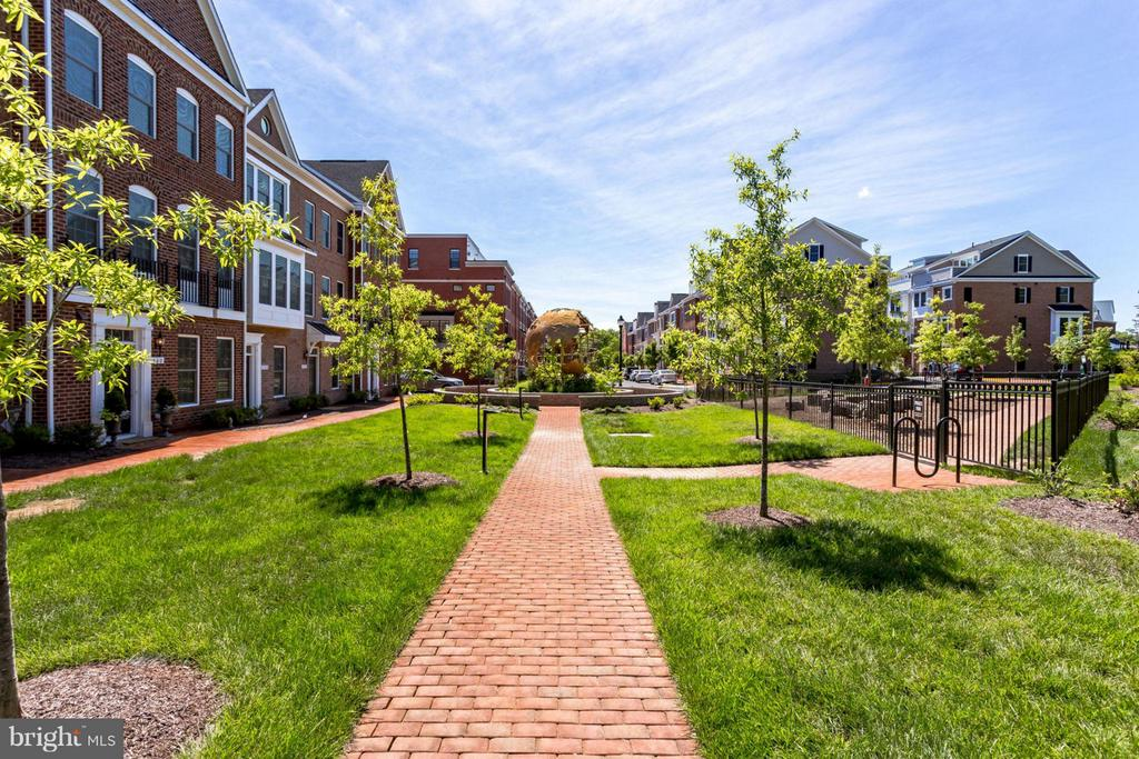 Walking paths and common area - 265 HIGH RAIL TER SE, LEESBURG