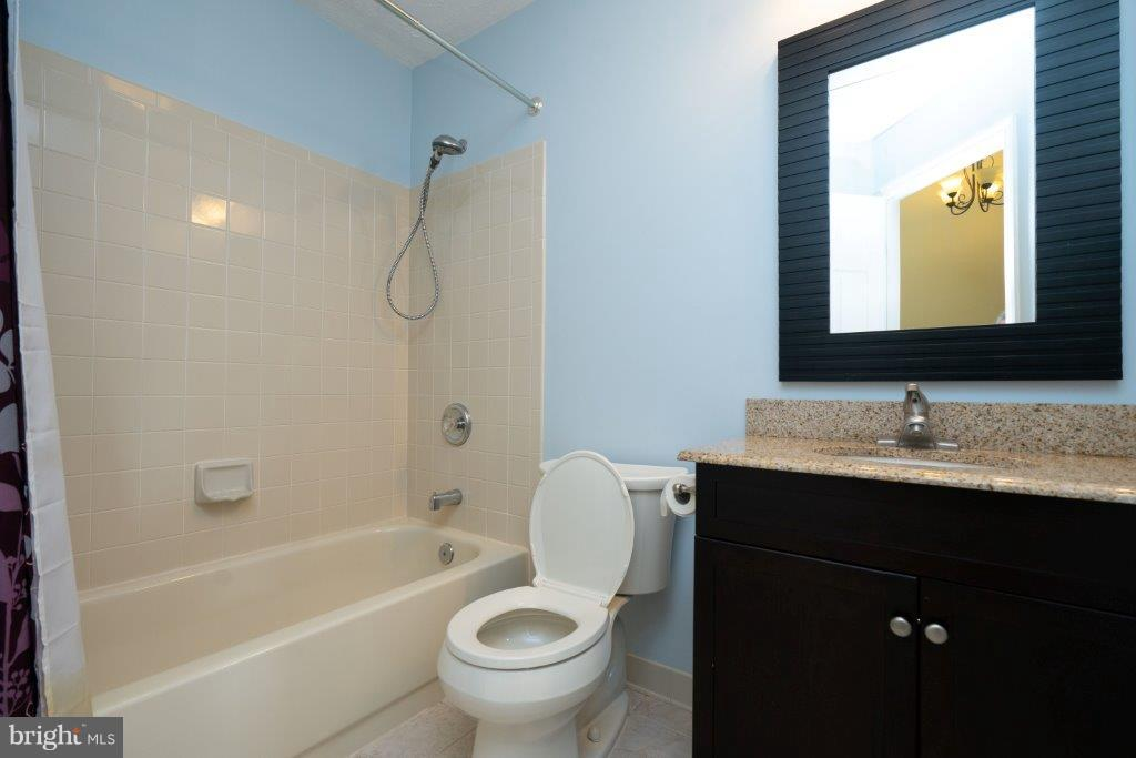 Full Bath upstairs - 44011 NW CHOPTANK TER, ASHBURN
