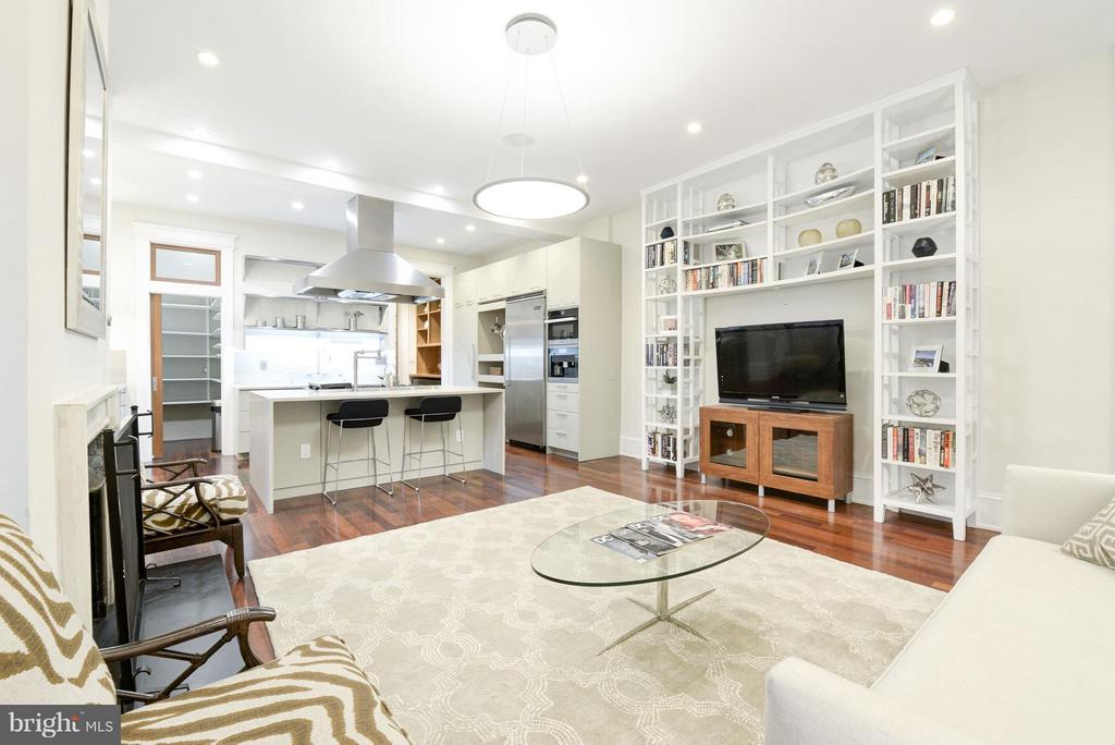 Living room/Family room - 506 A ST SE, WASHINGTON
