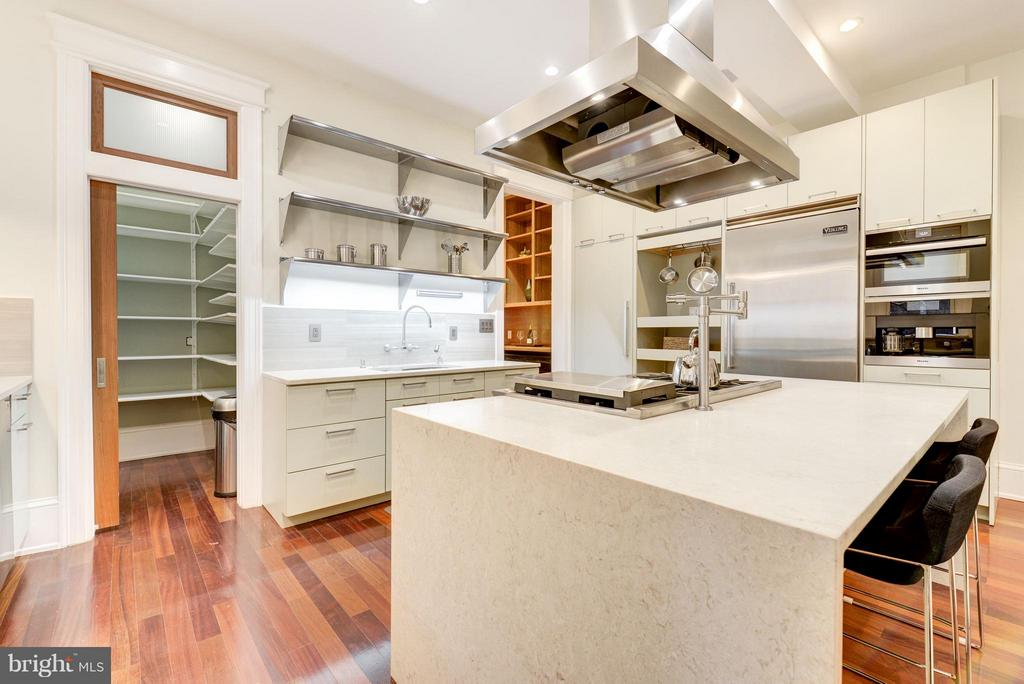 Kitchen with walk in pantry - 506 A ST SE, WASHINGTON
