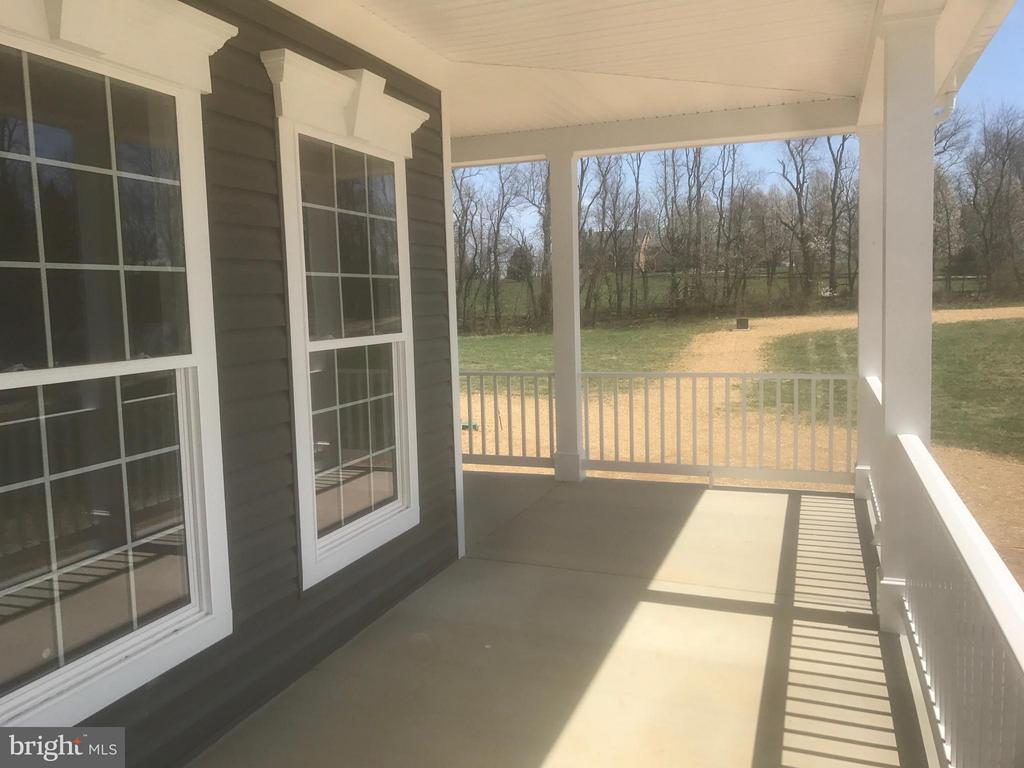 Lovely wrap front porch - 1 JACOBS HILL COURT, LEESBURG