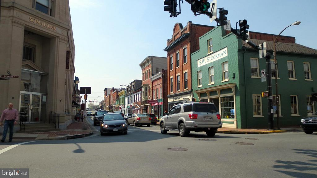 Minutes to downtown Leesburg - 1 JACOBS HILL COURT, LEESBURG