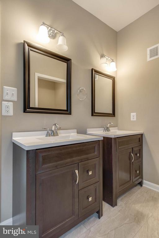separate vanities!! - 15902 DOLPHIN DR, DUMFRIES