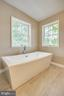 Soaking tub! - 15902 DOLPHIN DR, DUMFRIES