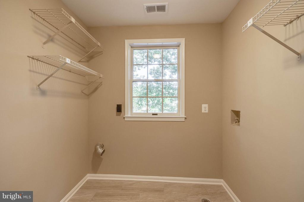 Upstairs Laundry room! - 15902 DOLPHIN DR, DUMFRIES