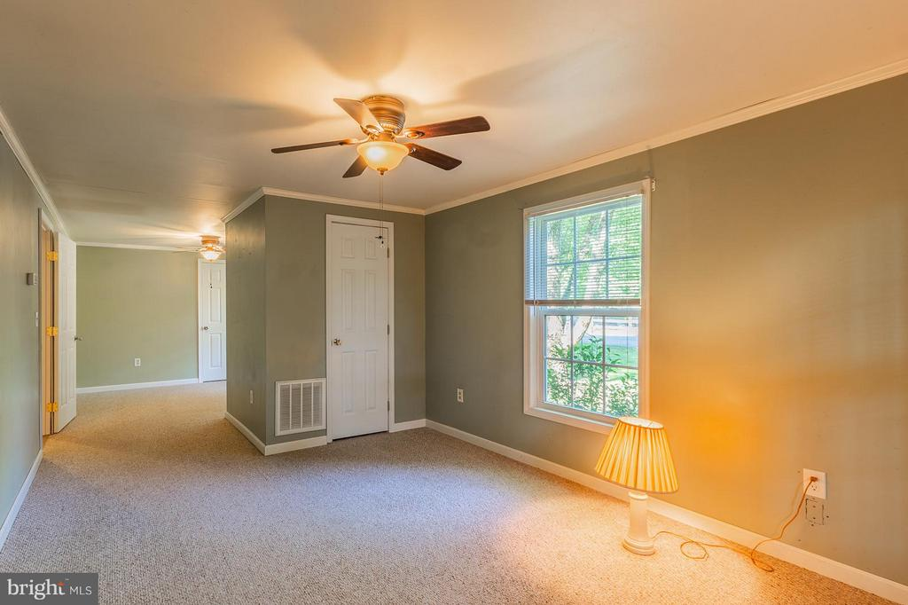 Large Master With Sitting Area - 181 ELEY RD, FREDERICKSBURG