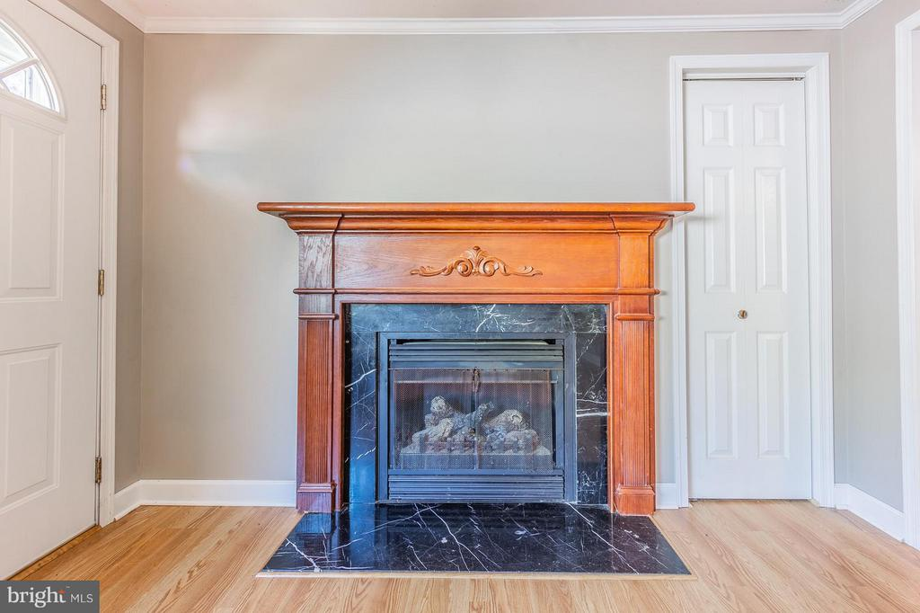Beautiful Gas Fire Place With Custom Mantle - 181 ELEY RD, FREDERICKSBURG