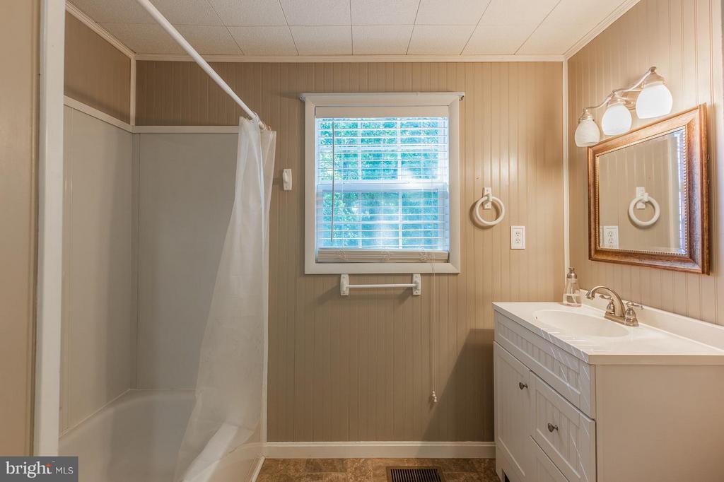Bath #2 - 181 ELEY RD, FREDERICKSBURG
