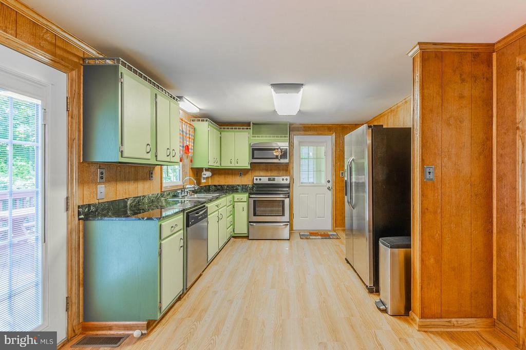 Stainless Steel Appliances - 181 ELEY RD, FREDERICKSBURG
