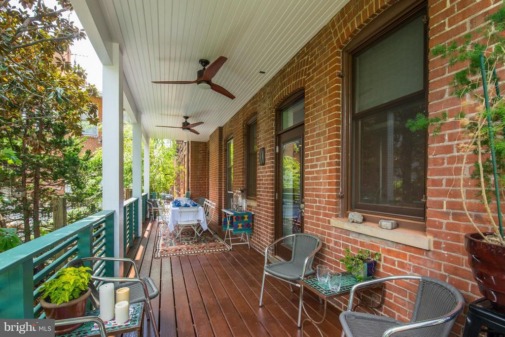 Large deck off Living Room - 506 A ST SE, WASHINGTON