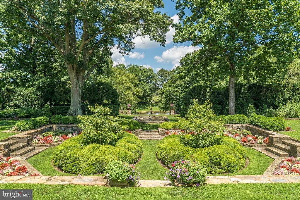 Formal Garden with 4 koi ponds and manicured path - 33542 NEWSTEAD LN, UPPERVILLE