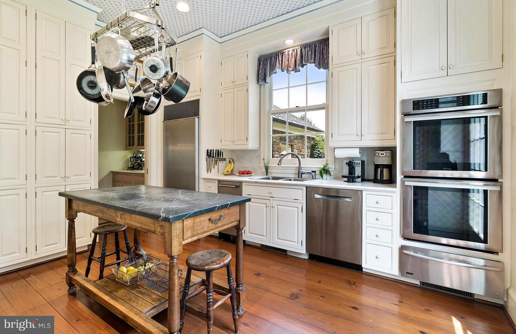 Beautiful pine floors, Stainless Steel Appliances. - 33542 NEWSTEAD LN, UPPERVILLE