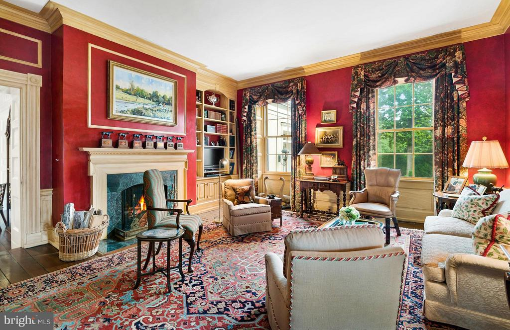 The Library, or Red Room home of 7 Eclipse Awards - 33542 NEWSTEAD LN, UPPERVILLE