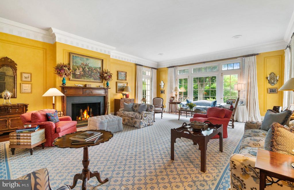 The Grand Salon is perfect for gathering. - 33542 NEWSTEAD LN, UPPERVILLE