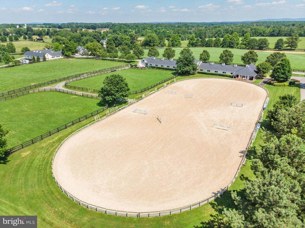 295x125 arena with sand/GGT footing - 33542 NEWSTEAD LN, UPPERVILLE