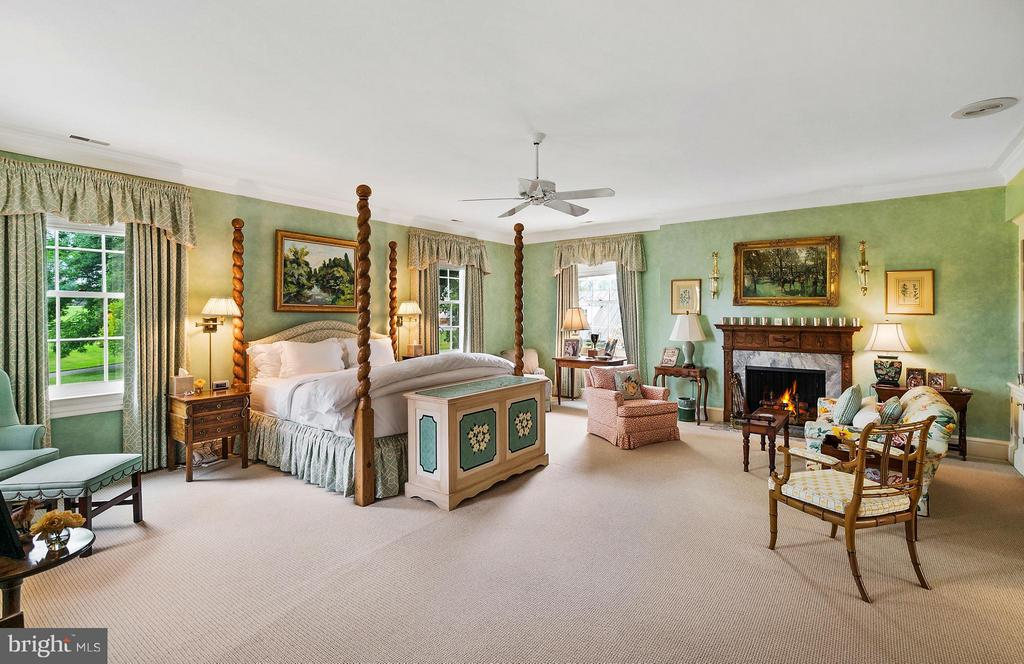 The Master BR Suite includes his/her Ofc/Baths - 33542 NEWSTEAD LN, UPPERVILLE