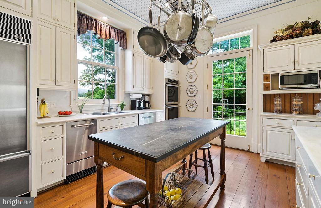 Modernized Kitchen with island - 33542 NEWSTEAD LN, UPPERVILLE