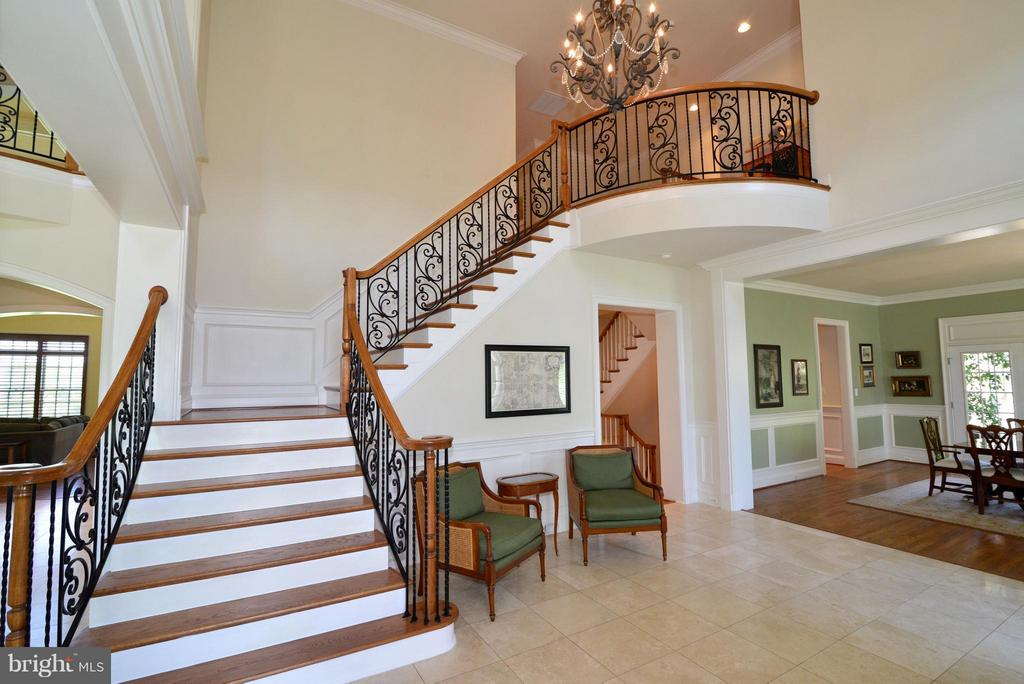 One of two staircases to 2nd level - 41738 PUTTERS GREEN CT, LEESBURG