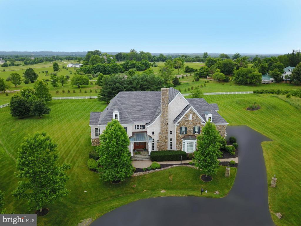 Gorgeous  home with beautiful  lot! - 41738 PUTTERS GREEN CT, LEESBURG
