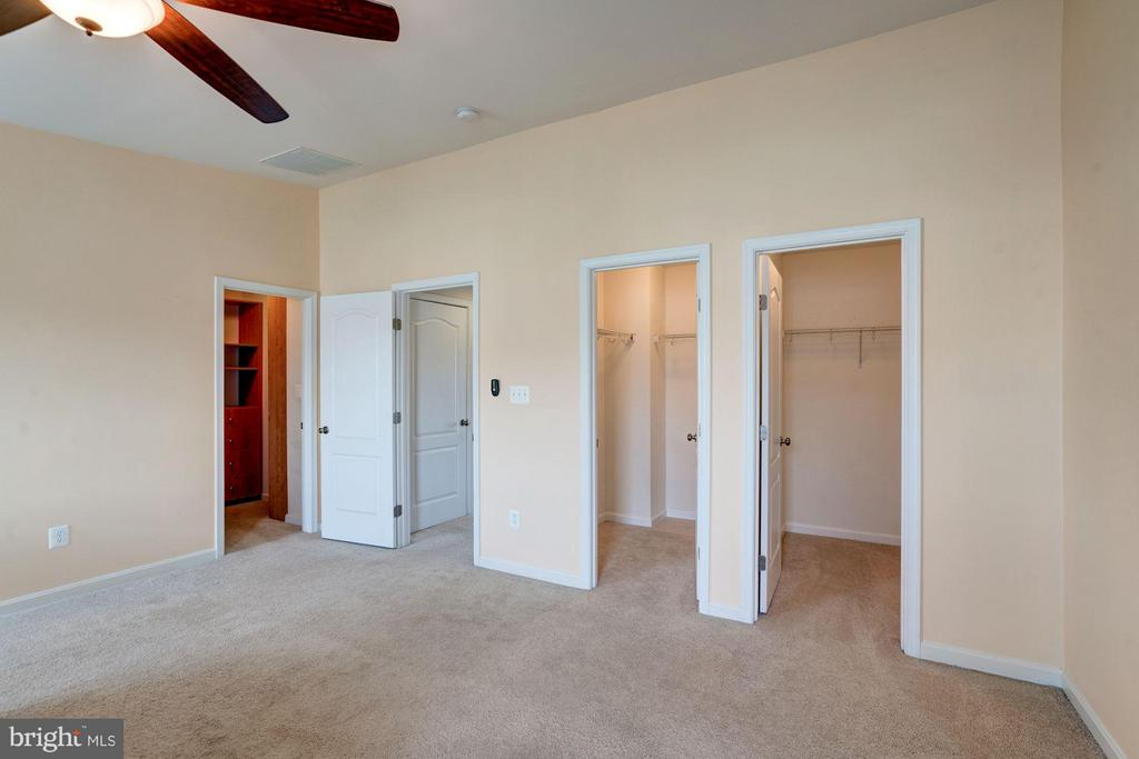 3 WALK - IN CLOSETS IN MASTER BEDROOM) - 41909 MORELAND MINE TER, ALDIE